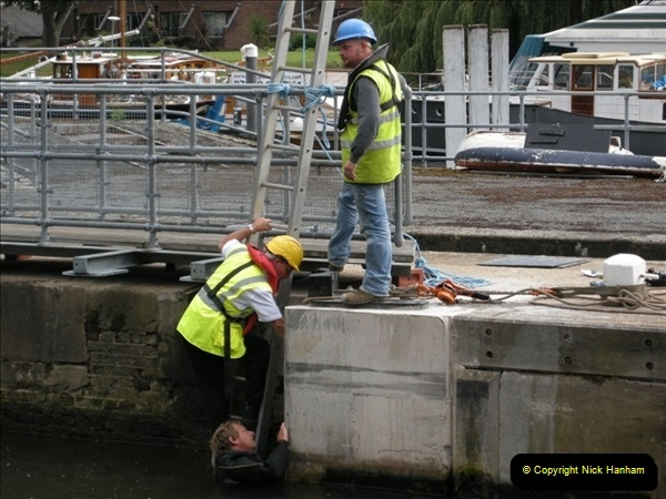 2008-08-19 Teddington Lock Plus New Gates Being Installed.  (3)566
