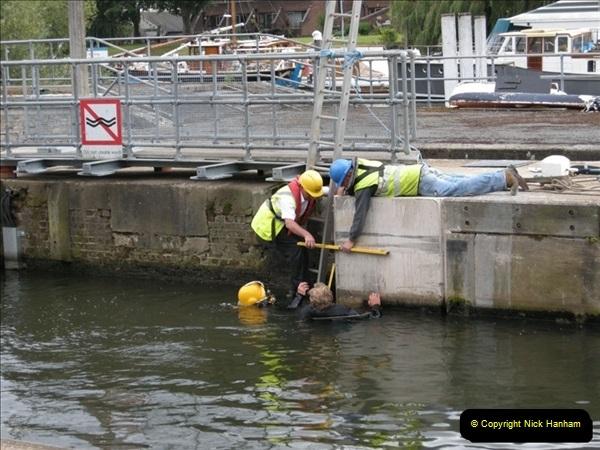 2008-08-19 Teddington Lock Plus New Gates Being Installed.  (4)567