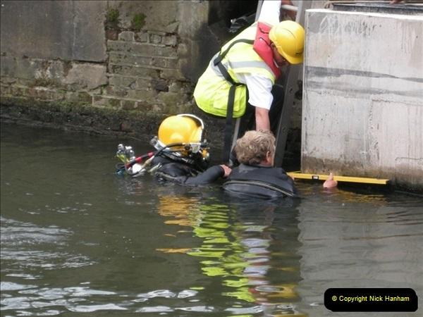 2008-08-19 Teddington Lock Plus New Gates Being Installed.  (6)569