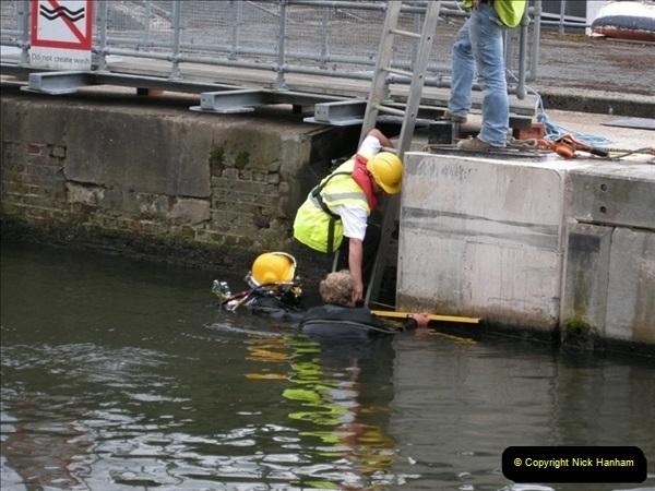 2008-08-19 Teddington Lock Plus New Gates Being Installed.  (7)570