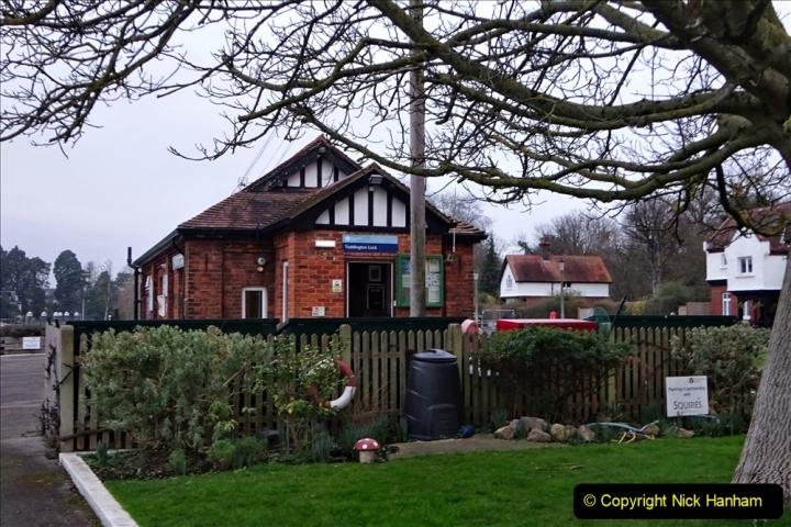 2020 02 25 Teddington Area of London (5) Teddington Lock 001