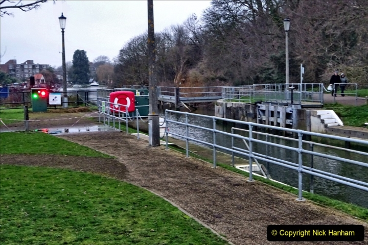 2020 02 25 Teddington Area of London (8) Teddington Lock 001