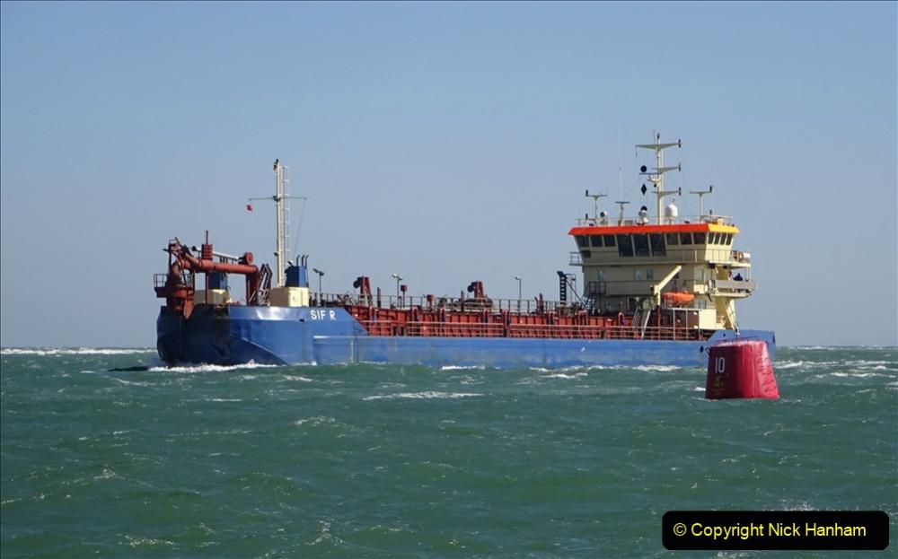 2020 03 23 Sandbanks Ferry crossing from Studland to Sandbanks and shipping (20) 076
