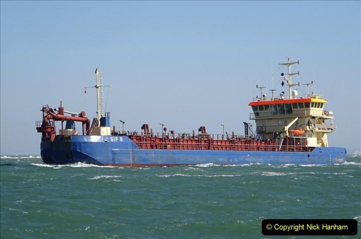 2020 03 23 Sandbanks Ferry crossing from Studland to Sandbanks and shipping (21) 076