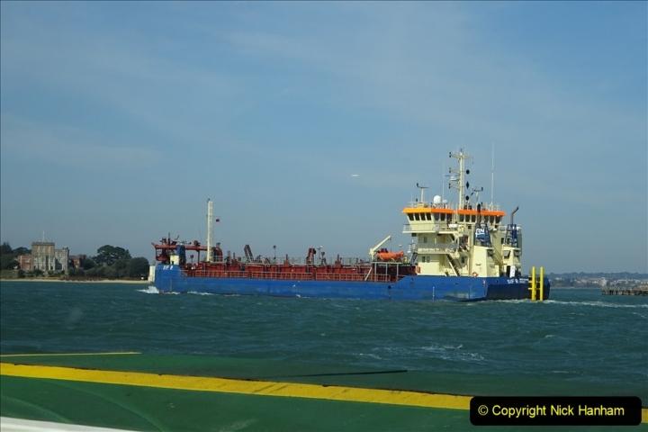 2020 03 23 Sandbanks Ferry crossing from Studland to Sandbanks and shipping (24) 076