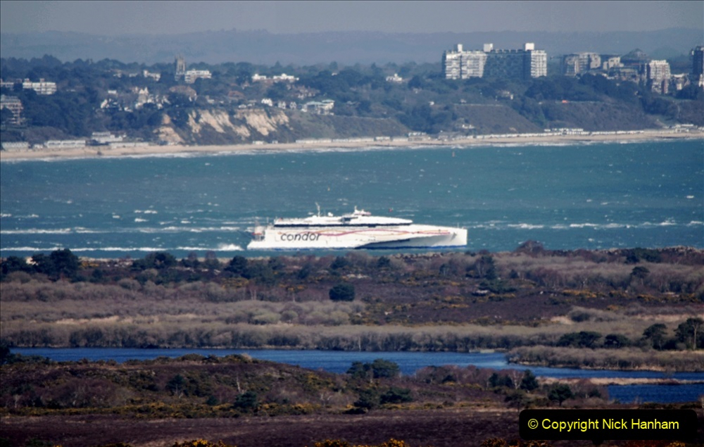2020 03 23 Sandbanks Ferry crossing from Studland to Sandbanks and shipping (29) 076