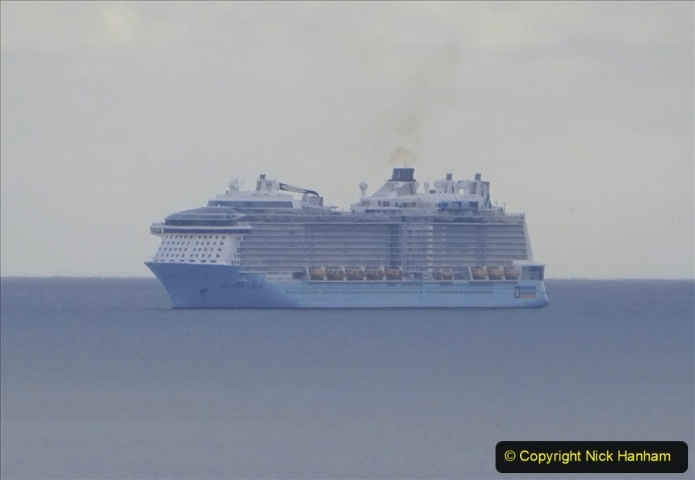 2020-10-13 Cruise ships off Bournemouth in Poole Bay. (1) Anthem of the Seas.188