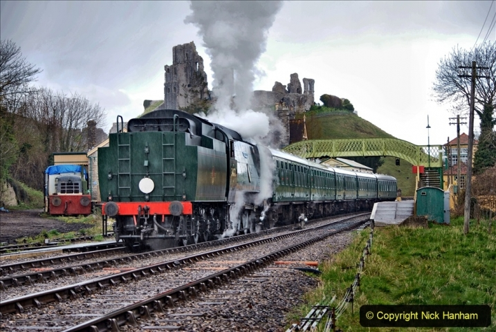 2021-04-12 SR First public train of 2021. (105) First down train return working at Corfe Castle. 105