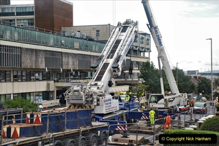 2021-08-01 Poole Hospital Crane Operation. (68) 068