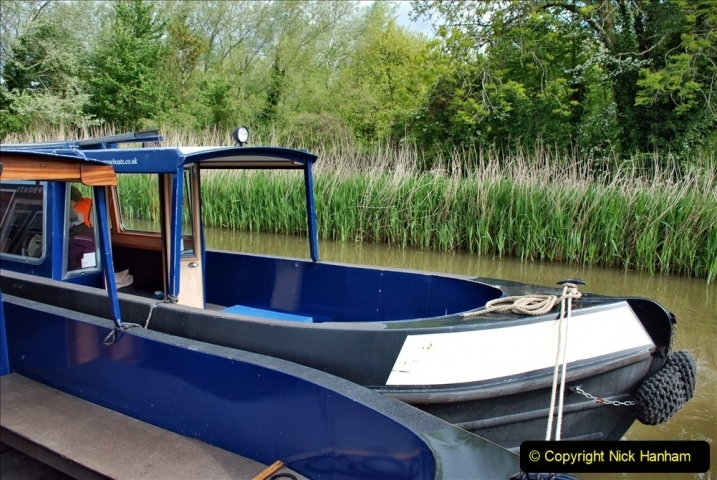 2021-05-19 Wiltshire Holiday Day 3. (115) Kennet & Avon Canal on a Sally Day Boat with friends. 115