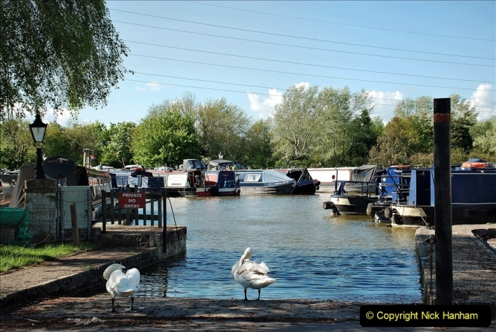 2021-05-19 Wiltshire Holiday Day 3. (116) Kennet & Avon Canal on a Sally Day Boat with friends. 116