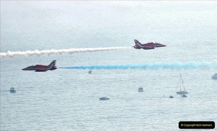 2021-09-03 Bournemouth Air Show Pictures AIR. (110) The Red Arrows. 110