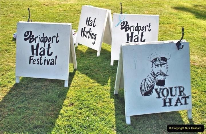 2021-09-04 Bridport Hat Festival. (111) On the Green. 111 Hat Hurling.