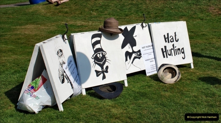 2021-09-04 Bridport Hat Festival. (114) On the Green. 111 Hat Hurling.
