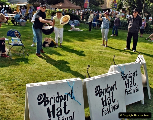 2021-09-04 Bridport Hat Festival. (116) On the Green. 111 Hat Hurling.