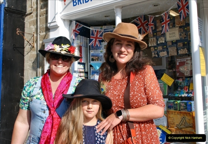 2021-09-04 Bridport Hat Festival. (14) In the town. 014