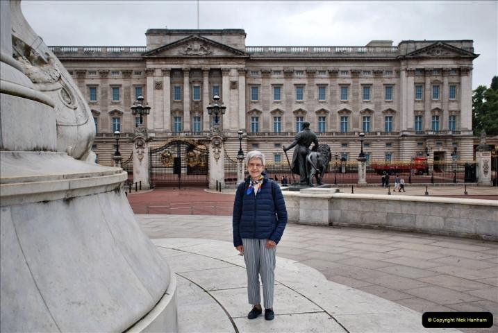 2021-09-20 Central London Break. (142) Buckingham Palace. Your Host's Wife.142