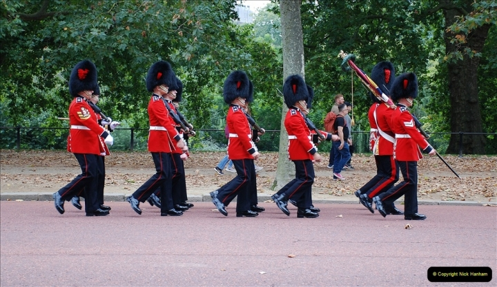 2021-09-20 Central London Break. (208) Changing the Guard at Buckingham Palace.  208