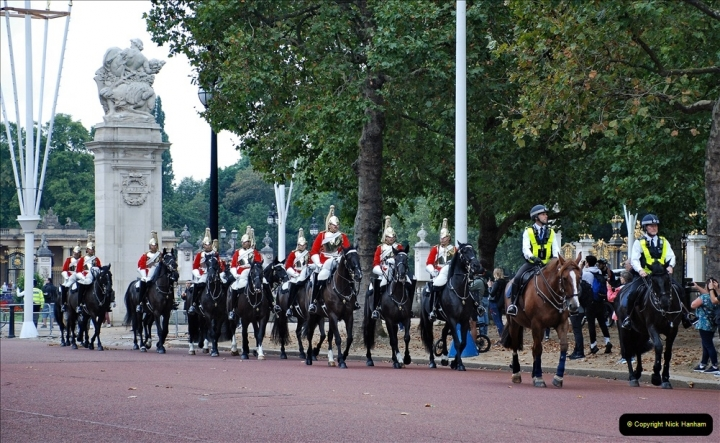2021-09-20 Central London Break. (210) Changing the Guard at Buckingham Palace.  210