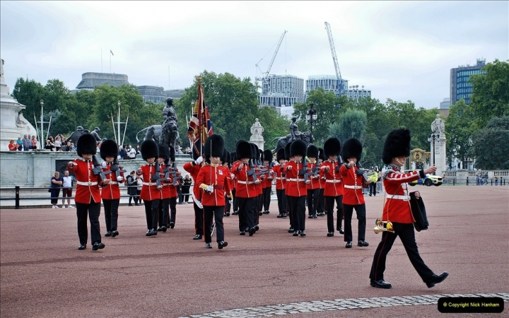 2021-09-20 Central London Break. (219) Changing the Guard at Buckingham Palace.  219