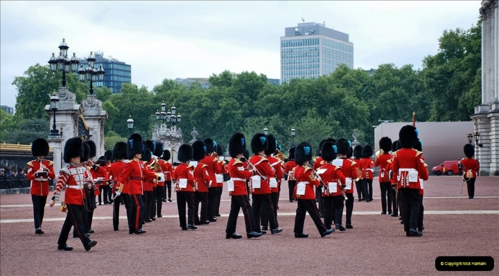2021-09-20 Central London Break. (225) Changing the Guard at Buckingham Palace.  225