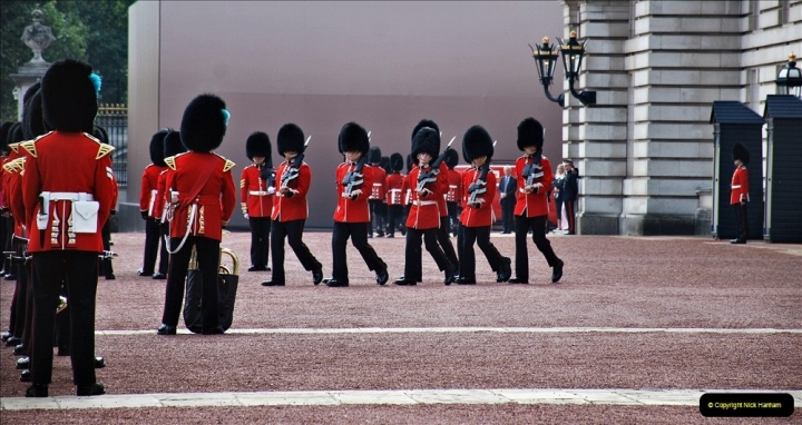 2021-09-20 Central London Break. (231) Changing the Guard at Buckingham Palace.  231