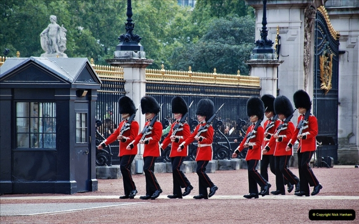 2021-09-20 Central London Break. (232) Changing the Guard at Buckingham Palace.  232