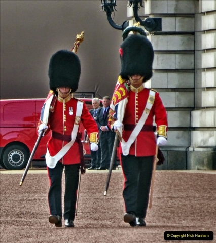 2021-09-20 Central London Break. (236) Changing the Guard at Buckingham Palace.  236