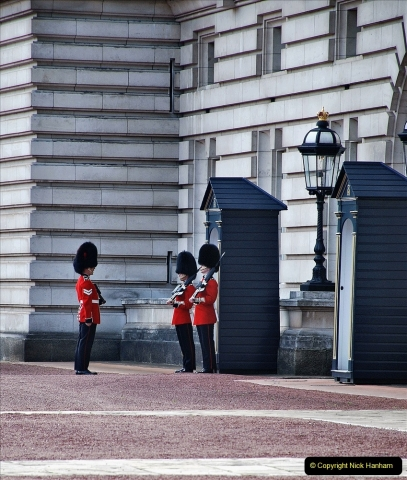 2021-09-20 Central London Break. (244) Changing the Guard at Buckingham Palace.  244