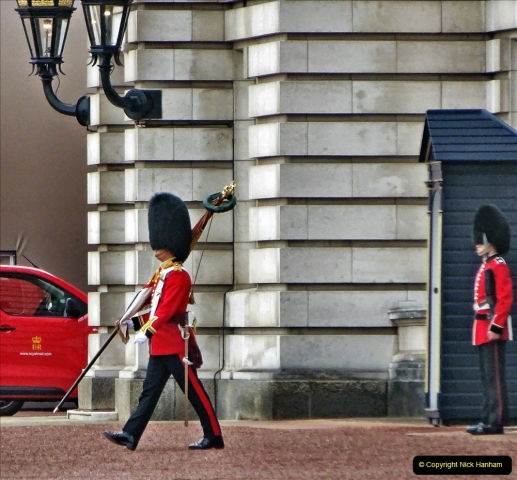 2021-09-20 Central London Break. (246) Changing the Guard at Buckingham Palace.  246