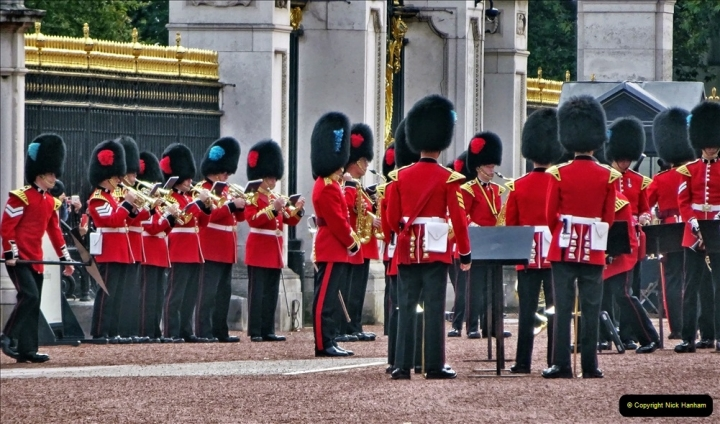 2021-09-20 Central London Break. (249) Changing the Guard at Buckingham Palace.  249
