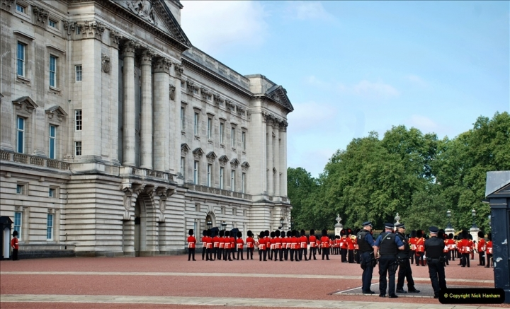 2021-09-20 Central London Break. (253) Changing the Guard at Buckingham Palace.  253
