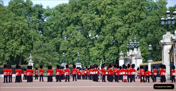 2021-09-20 Central London Break. (255) Changing the Guard at Buckingham Palace.  255