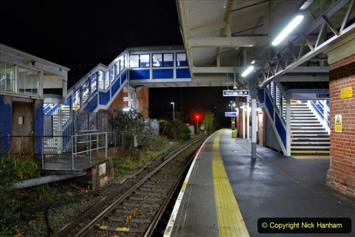 2020-12-14 Brockenhurst, Hampshire. (26) The town at night. 078