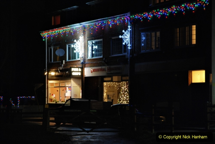 2020-12-14 Brockenhurst, Hampshire. (42) The town at night. 094