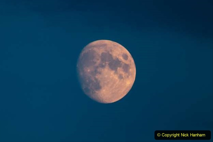 Astronomy Pictures. (83) 083