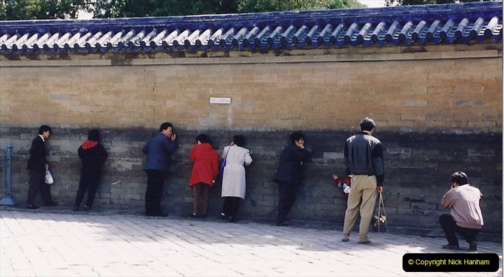 China 1993 April. (271) The Temple of Heaven. The Echo Wall.271