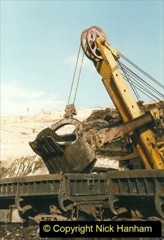 China 1999 October Number 1. (135) At Jalainur Opencast Coal Mine.