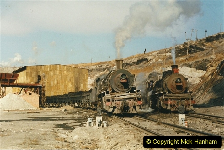 China 1999 October Number 1. (142) At Jalainur Opencast Coal Mine.