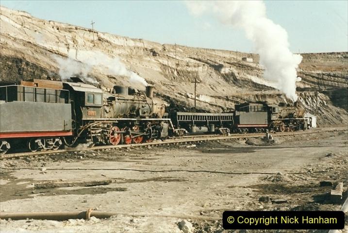 China 1999 October Number 1. (147) At Jalainur Opencast Coal Mine.