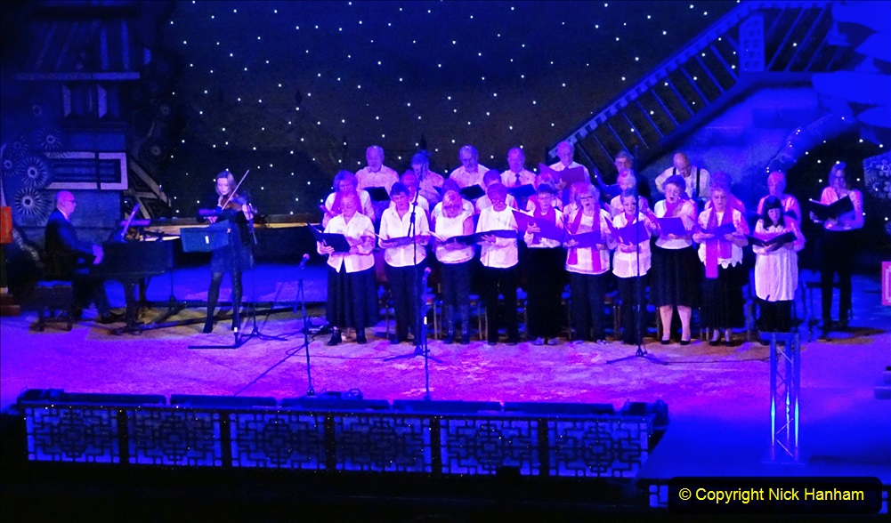 2019-12-12 Christmas Cracker & Bournemouth (23)  The Christmas Cracker Show in aid of the Compton organ fund. 023