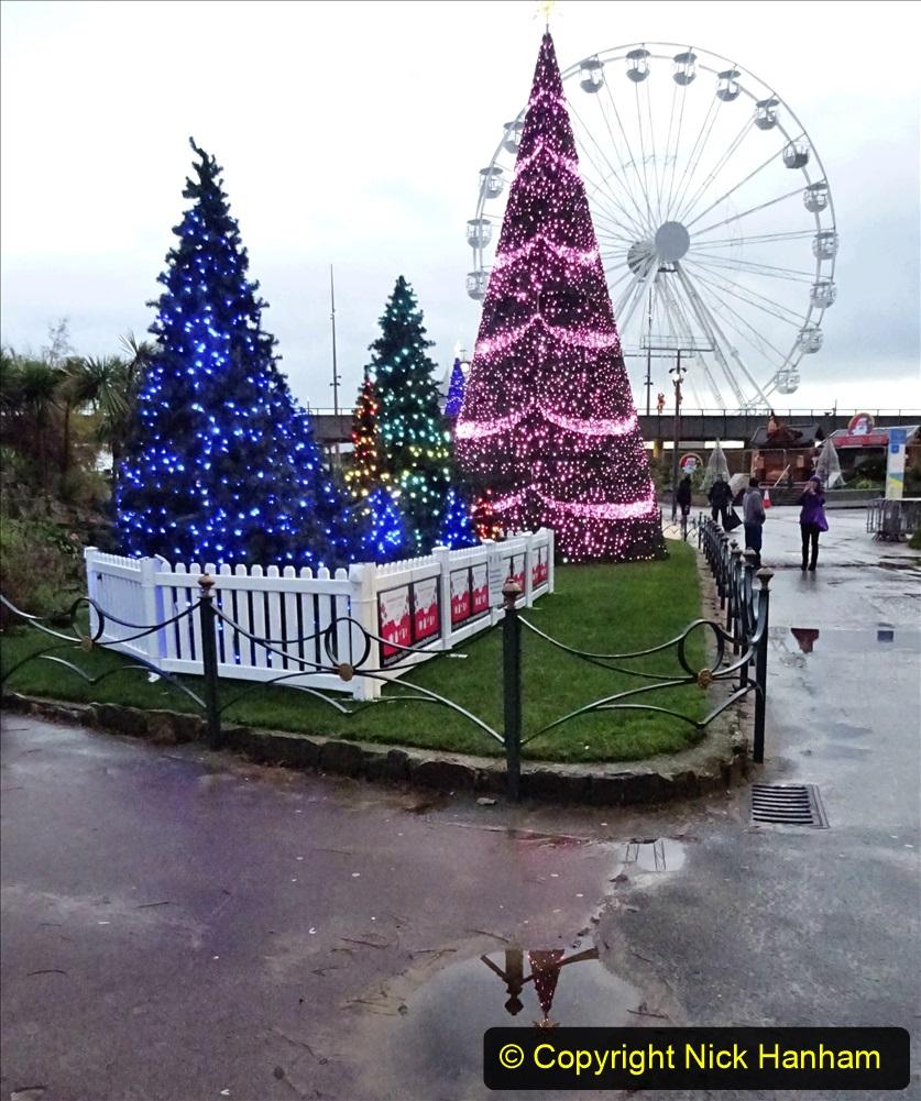 2019-12-12 Christmas Cracker & Bournemouth (54) Lower Gardens lights. 054