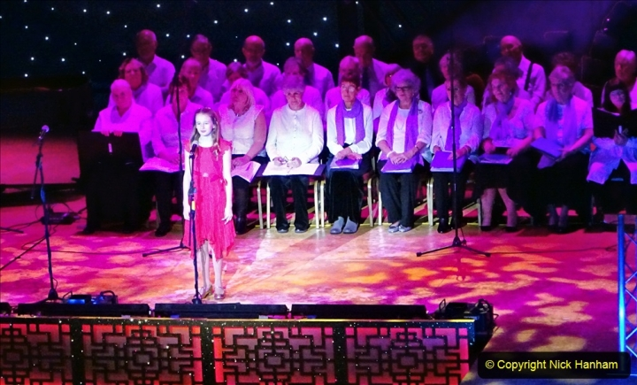 2019-12-12 Christmas Cracker & Bournemouth (26)  The Christmas Cracker Show in aid of the Compton organ fund. 026