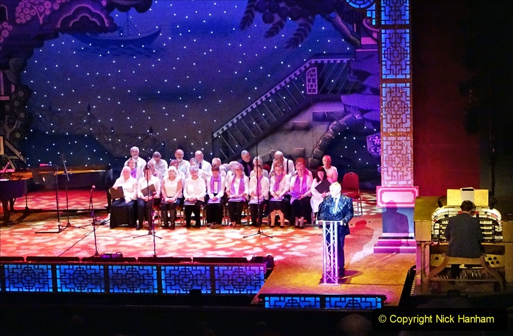 2019-12-12 Christmas Cracker & Bournemouth (38)  The Christmas Cracker Show in aid of the Compton organ fund. 038