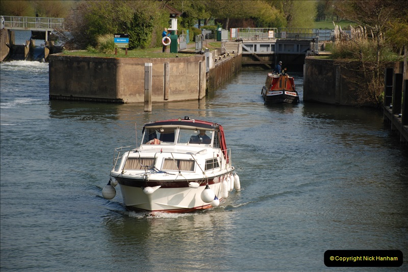 2019-04-14 to 15 Dorchester-on-Thames, Oxfordshire. (106) A walk near Dorchester and the River Thames. 109106