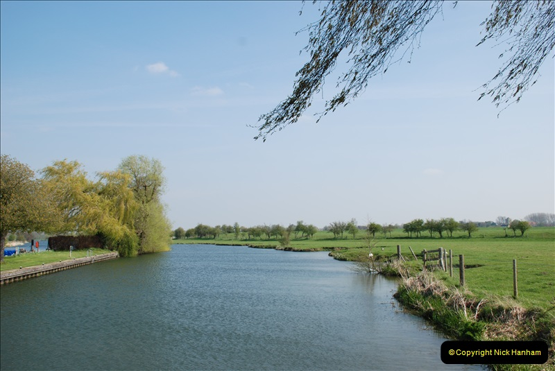 2019-04-14 to 15 Dorchester-on-Thames, Oxfordshire. (129) A walk near Dorchester and the River Thames. 132129