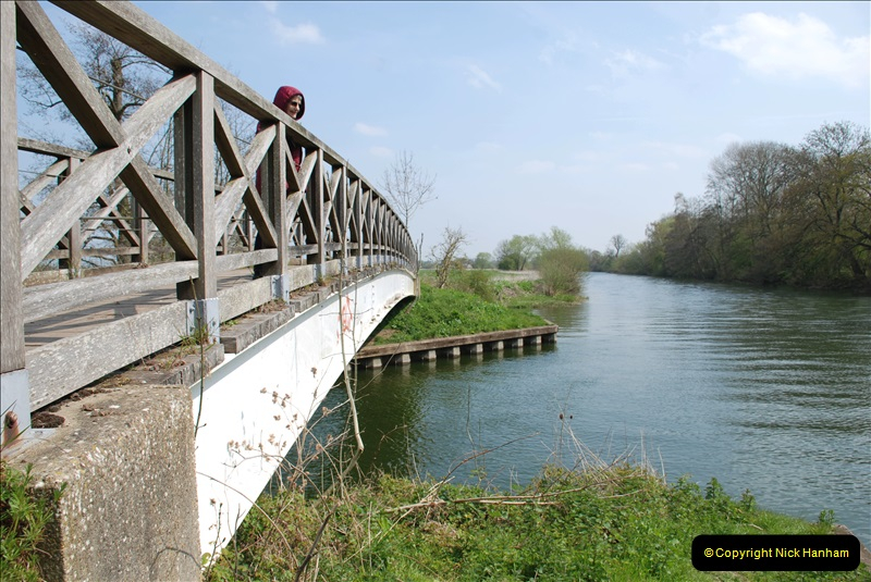 2019-04-14 to 15 Dorchester-on-Thames, Oxfordshire. (146) A walk near Dorchester and the River Thames. 149146