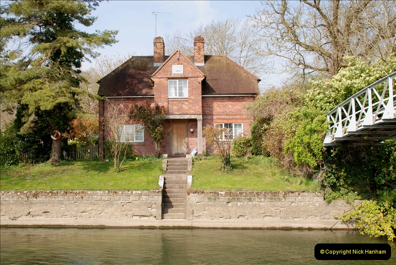 2019-04-14 to 15 Dorchester-on-Thames, Oxfordshire. (85) A walk near Dorchester and the River Thames. 88085