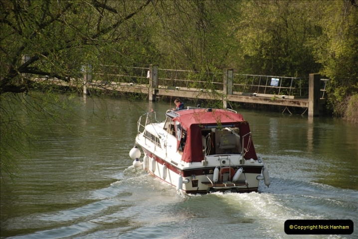 2019-04-14 to 15 Dorchester-on-Thames, Oxfordshire. (107) A walk near Dorchester and the River Thames. 110107