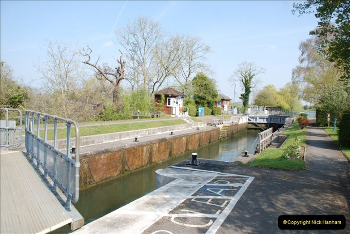 2019-04-14 to 15 Dorchester-on-Thames, Oxfordshire. (112) A walk near Dorchester and the River Thames. 115112